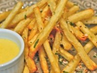 Картофель-фри с чесноком и красным перцем