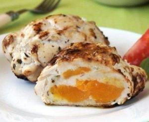 Рулетики куриные с персиком