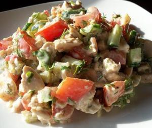 Салат из курицы под соусом тартар