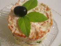 Слоёный салат с копченой горбушей