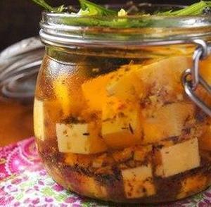 Сыр в пряном маринаде
