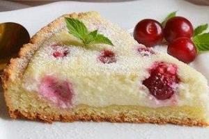 Творожно-песочный пирог с вишней