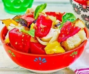 Хлебный салат с курицей-гриль