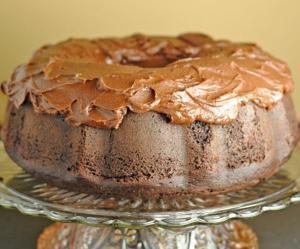 Шоколадный кекс с шоколадной глазурью из сметаны