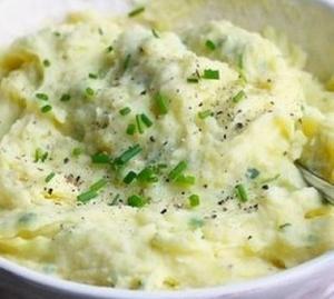 Картофельное пюре с чесноком и зеленым луком