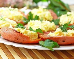 Колбасные тарелочки с сырной начинкой