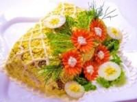Салат из куриной печени с маринованными огурцами