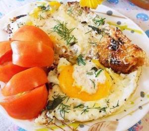 Гренки с яйцом и пармезаном