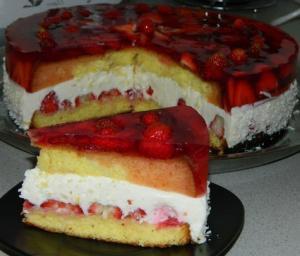 Клубничный торт с творожной прослойкой