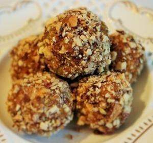 Полезные конфеты из сухофруктов и миндаля