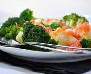 Салат из брокколи и цветной капусты с соусом из грейпфрута
