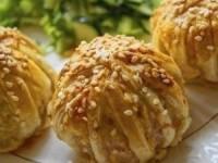 Соленые клубочки с мясным фаршем под сыром