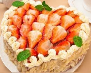 """Торт """"Сердце"""" с клубникой"""