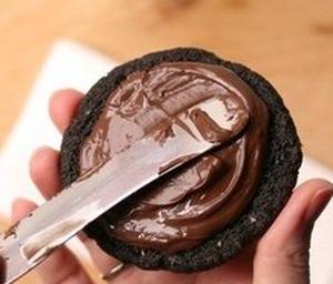 Шоколадное печенье с шоколадной начинкой