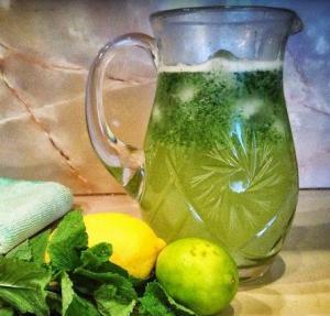 Домашний лимонад с лимоном лаймом и мятой