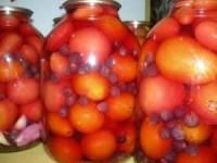 Консервирование помидоров с виноградом на зиму