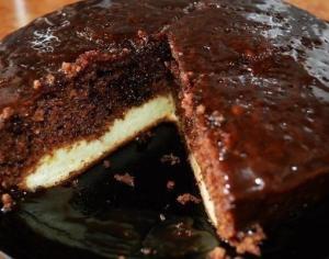 Шоколадный пирог с нежным творожным дном (в мультиварке)
