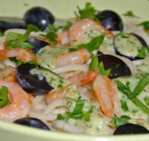 Салат с креветками и виноградом