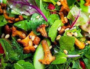 Грибной салат с лисичками