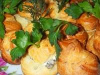 Профитроли с грибами и сыром