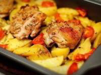 Курица маринованная в кефире, запечённая с картофелем с травами и чесноком