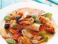 Открытая лазанья с мидиями, кальмарами,оливками и сладким томатным соусом