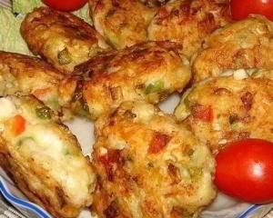 Очень вкусные и полезные котлеты из куриного мяса с овощами и сыром