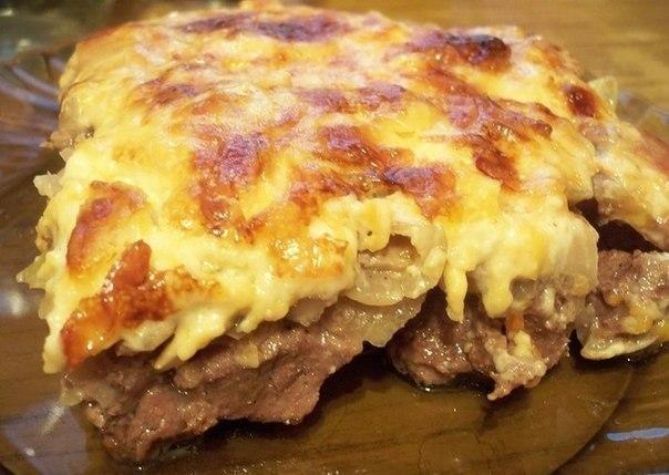Говядина по-купечески с сыром и грибами