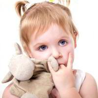 Как отучить ребенка от вредных привычек: грызть ногти, сосать палец, разбрасывать игрушки