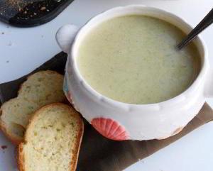 Крем-суп из брокколи и картофеля.