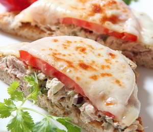 Открытые бутерброды с тунцом
