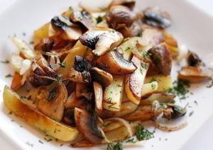 Картофель с грибами в микроволновке за 15 минут