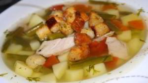 Овощной суп с чесночными сухариками