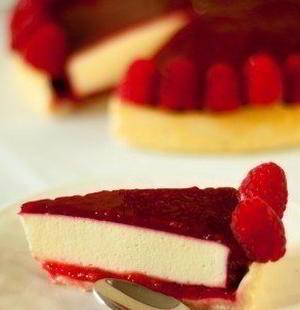 Тарт с ягодным желе и лимонным муссом