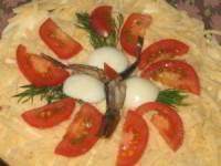 Шпротный салат с помидорами