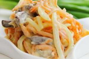 рецепт Бесподобный салат с куриными сердечками и морковкой