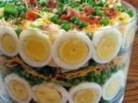 рецепт Салат праздничный Пикантный момент с курицей и шампиньонами