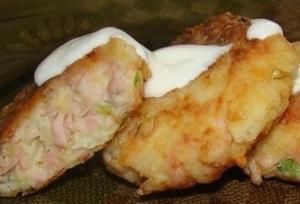 рецепт Картофельные биточки с сыром и ветчиной