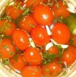 рецепт Быстрое ассорти - помидоры с огурцами на зиму