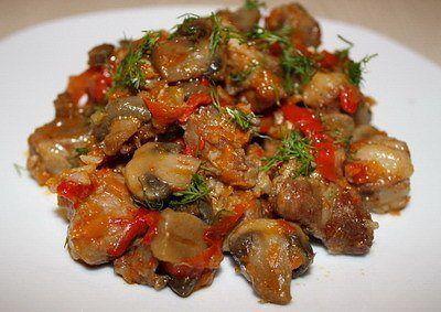 рецепт Мясо тушеное с шампиньонами и сладким перцем