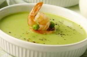Нежный суп с горошком и креветками
