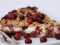 Пирог с творогом, ягодами и овсянкой