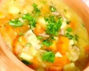 Полезный суп из моркови, капусты и имбиря