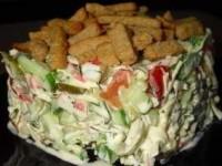 Салат с сухариками «Сочная Хрустяшка»