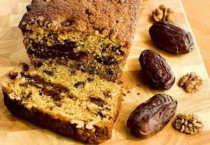 Сладкий пирог с финиками и шоколадом