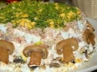 Слоёный салатик с горбушей
