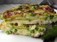 Фритатта с зеленым горошком и цуккини