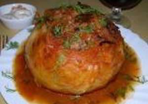 рецепт Капустный кочан, фаршированный куриным фаршем с овощами