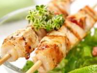 рецепт Куриные шашлыки со сметанно-горчичным соусом