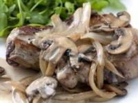 рецепт Свиные отбивные под белым соусом
